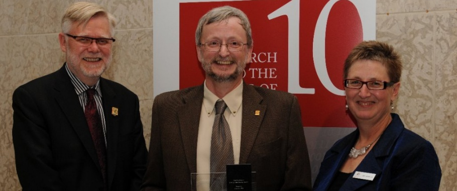 Dr. Jonathan Blay honoured for 10 years of work serving the Canadian library and research communities.
